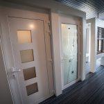 Portes d'entrée en PVC de notre showroom d'exposition