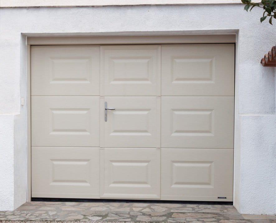 Porte de garage cassette avec portillon